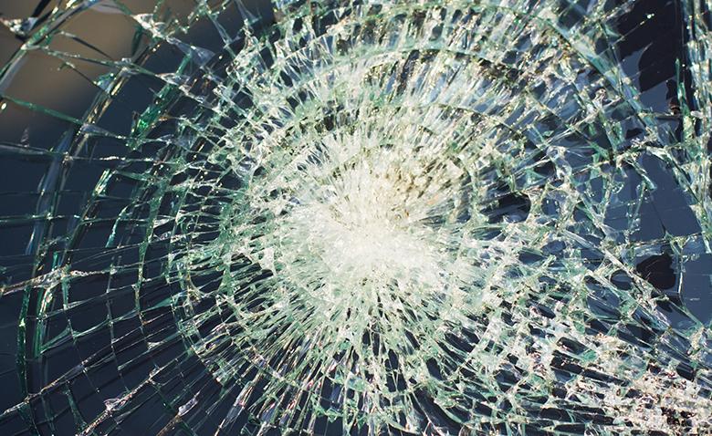 ヒビ割れガラスイメージ