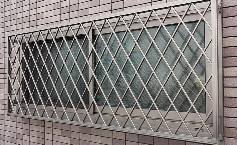 面格子のある窓