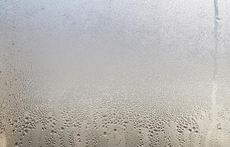 結露した窓イメージ