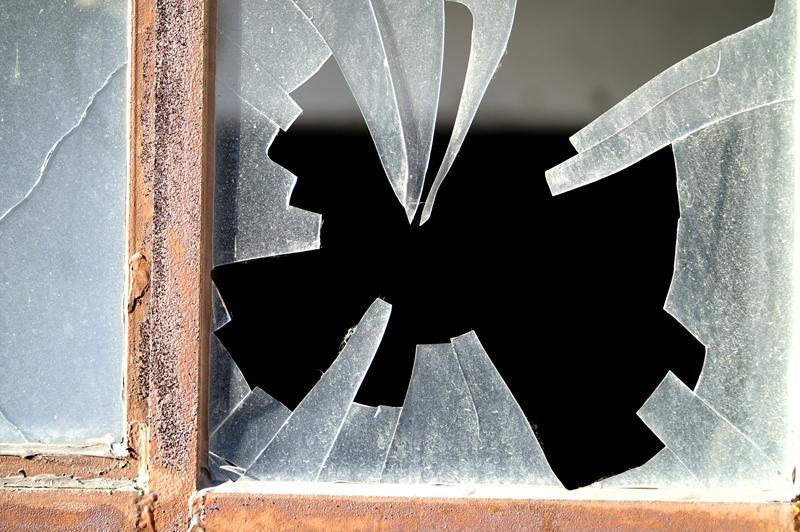 割れた窓イメージ